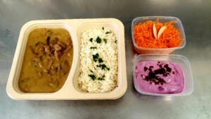 Putengeschnetzeltes mit Reis & Möhrensalat