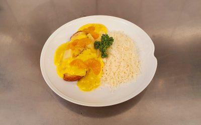 Hähnchenbrustfilet mit Ananas in Currysauce und Reis