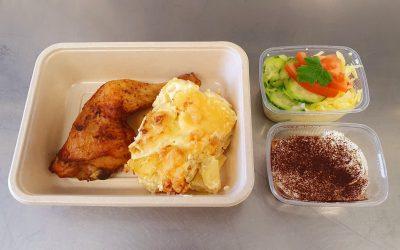 Hähnchenkeule mit Kartoffelgratin & Salat